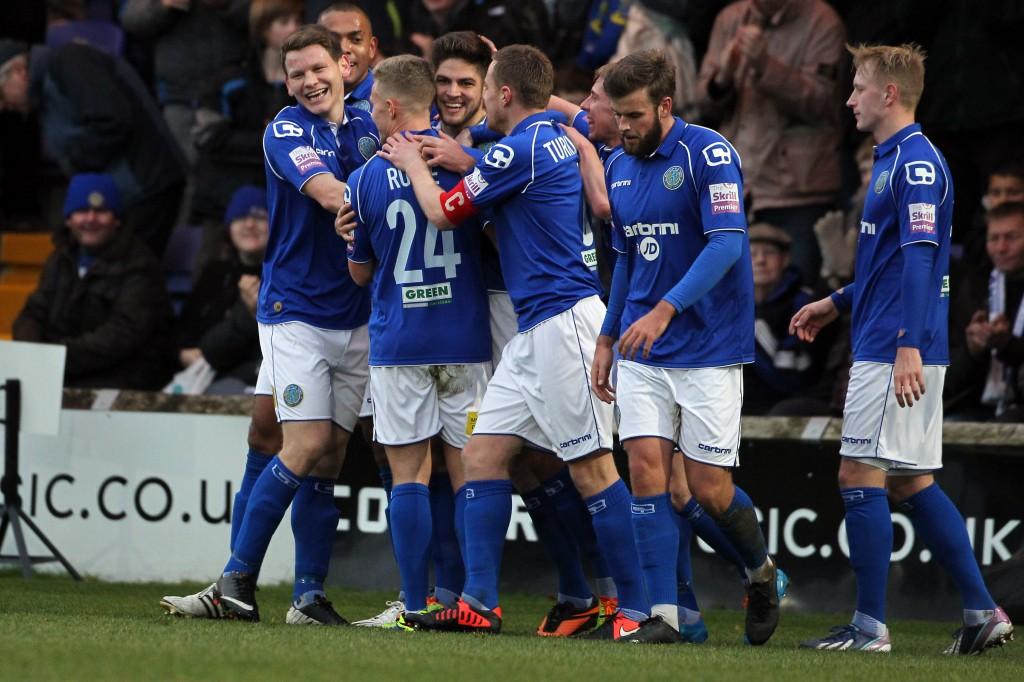 Macclesfield juhlii maaliaan Brackley Townia vastaan ja voitti peli 3-2