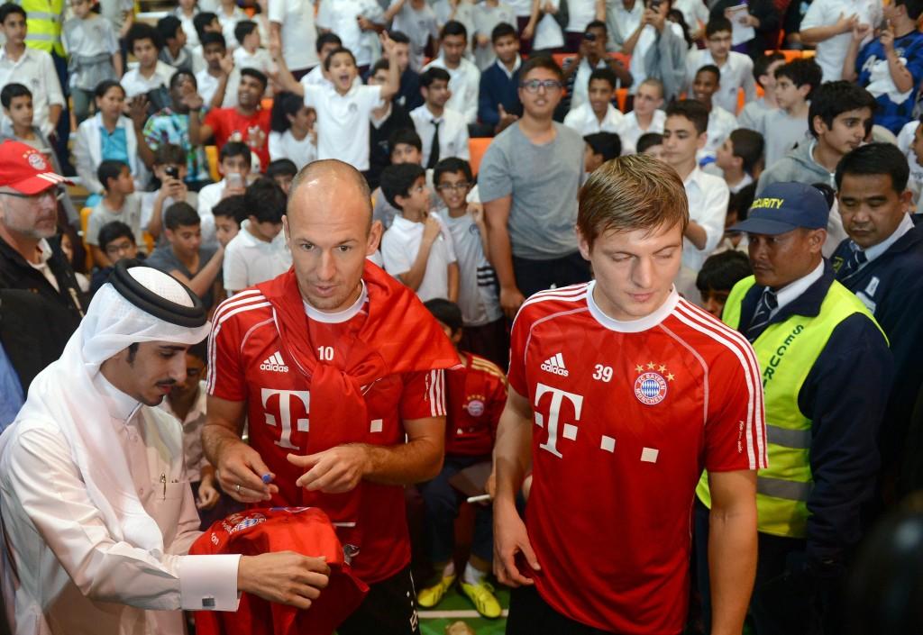 Bayern Munich johtaa Bundesligan keulakuvana brändäystyötä ympäri maailmaa, tässä Arjen Robben ja Toni Kroos Qatarissa.