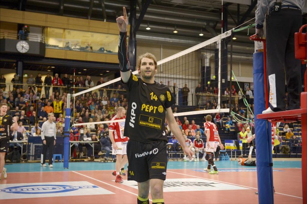 Olli-Pekka Ojansivu ei jättänyt mitään epäselväksi ottelussa. (Lehtikuva)
