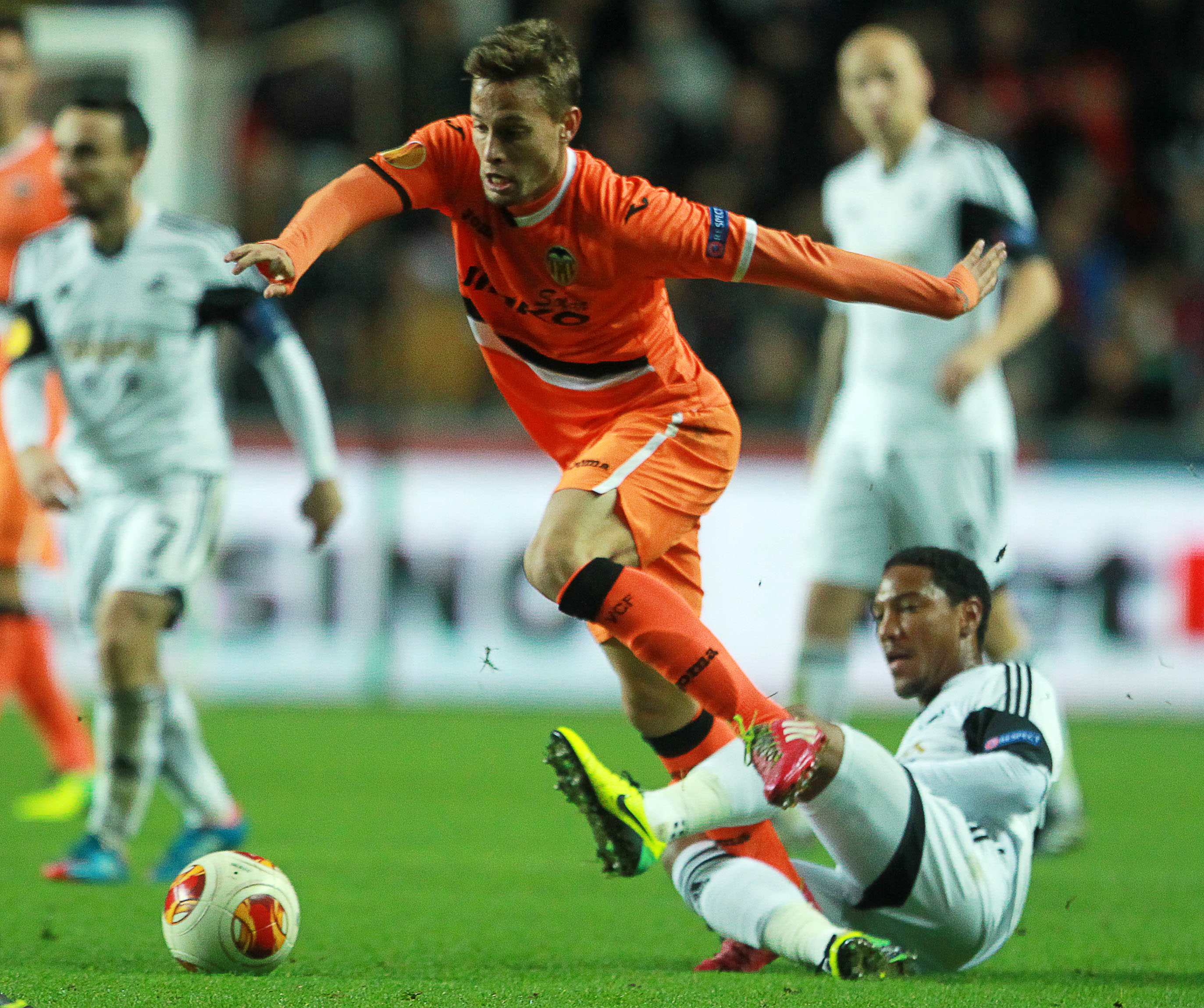 Sergio Canales siirtyi Valenciasta vahvistamaan real Sociedadin keskikenttää (All Over Press)