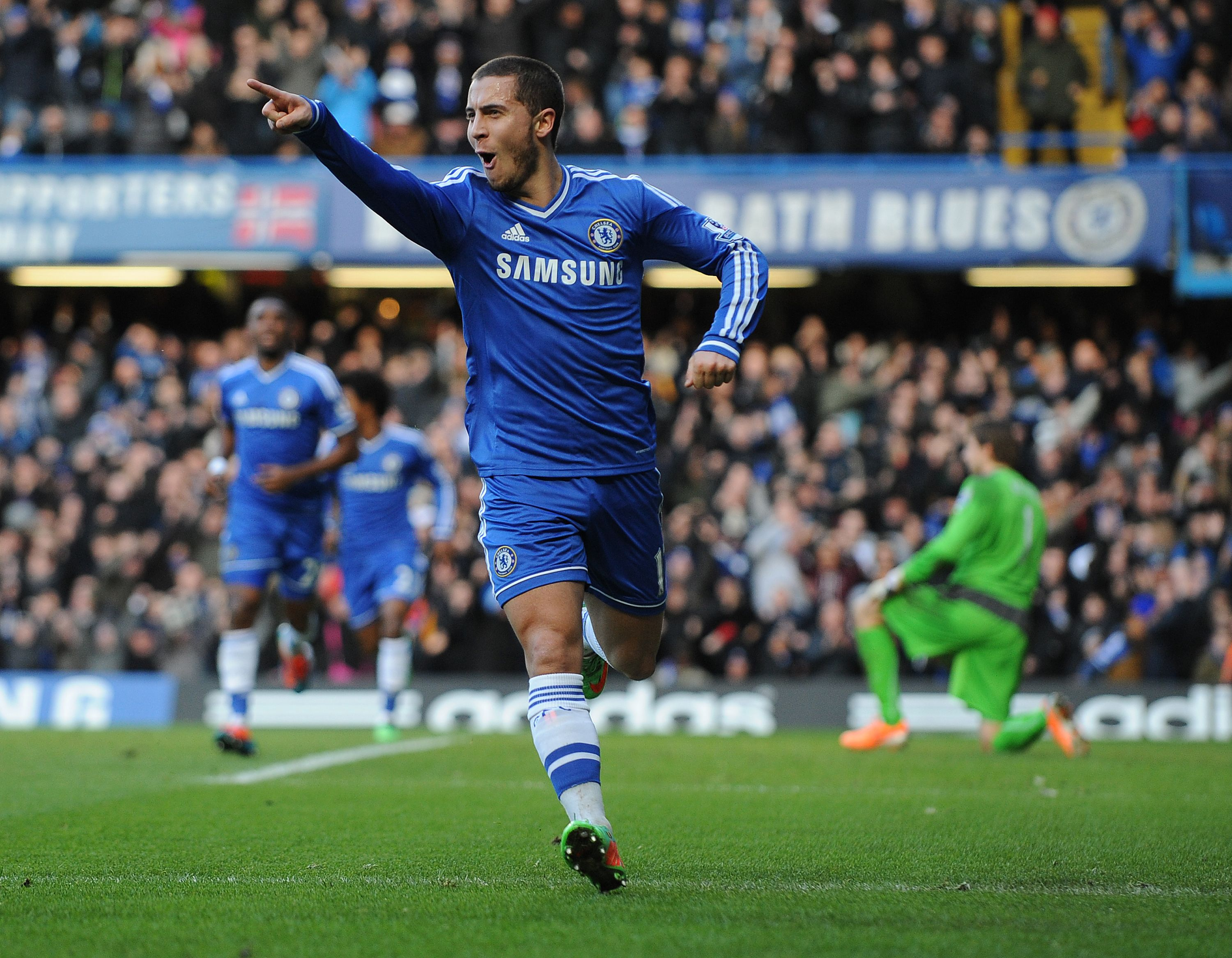 Eden Hazard iski hatun Newcastlen verkkoon (All Over Press)