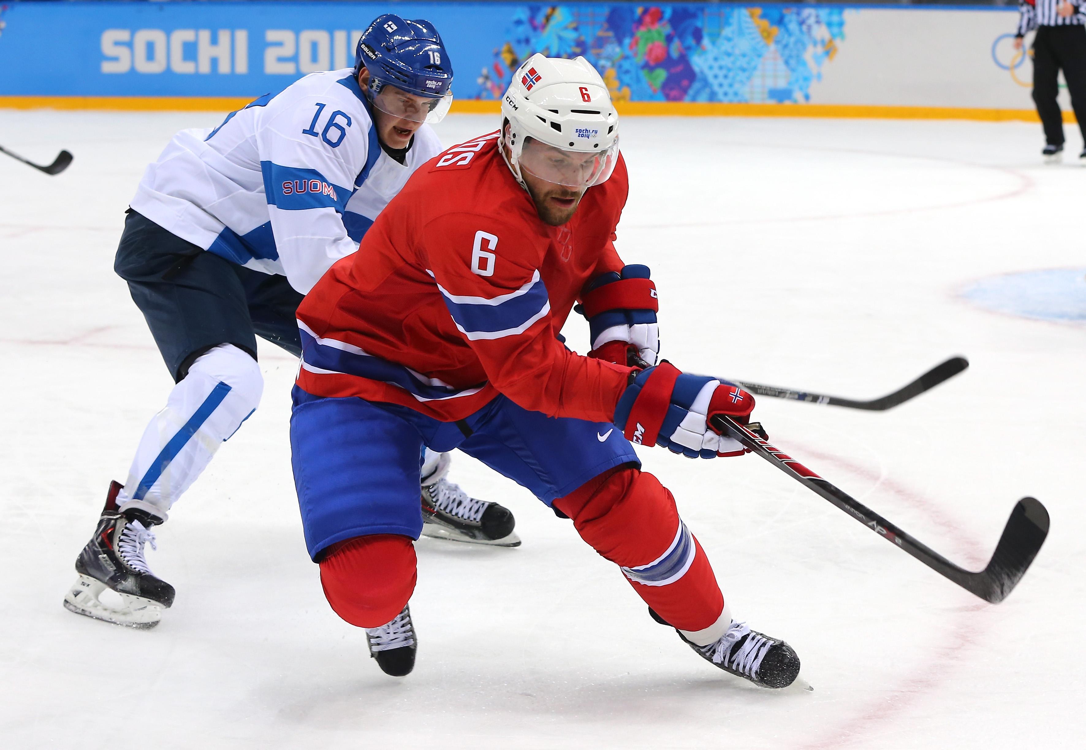 Aleksander Barkov väänsi polvensa ottelussa Norjaa vastaan (Getty images)