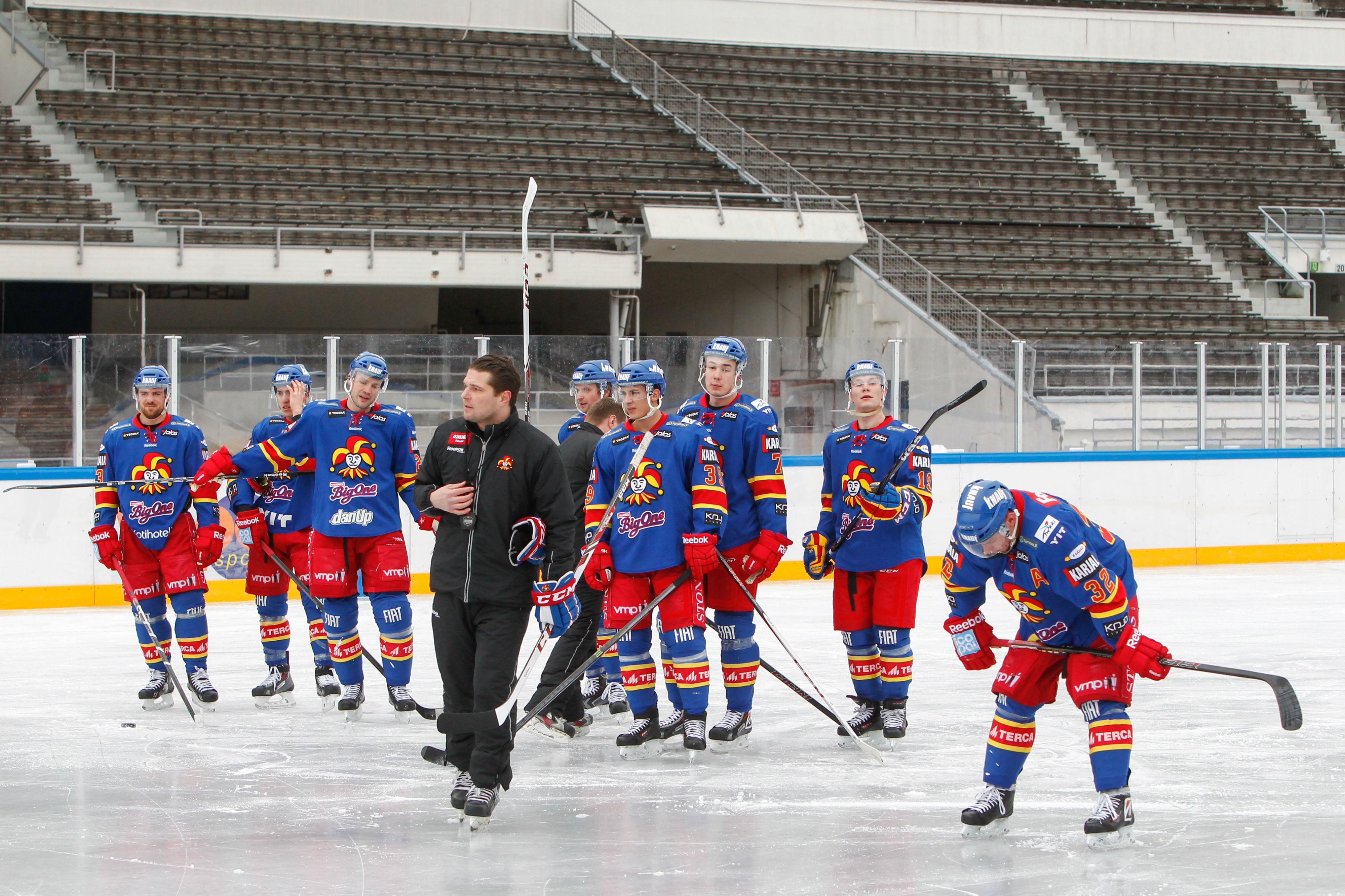 Jokerit tutustuivat Oympiastadionin jäähän 19. helmikuuta (All Over Press)