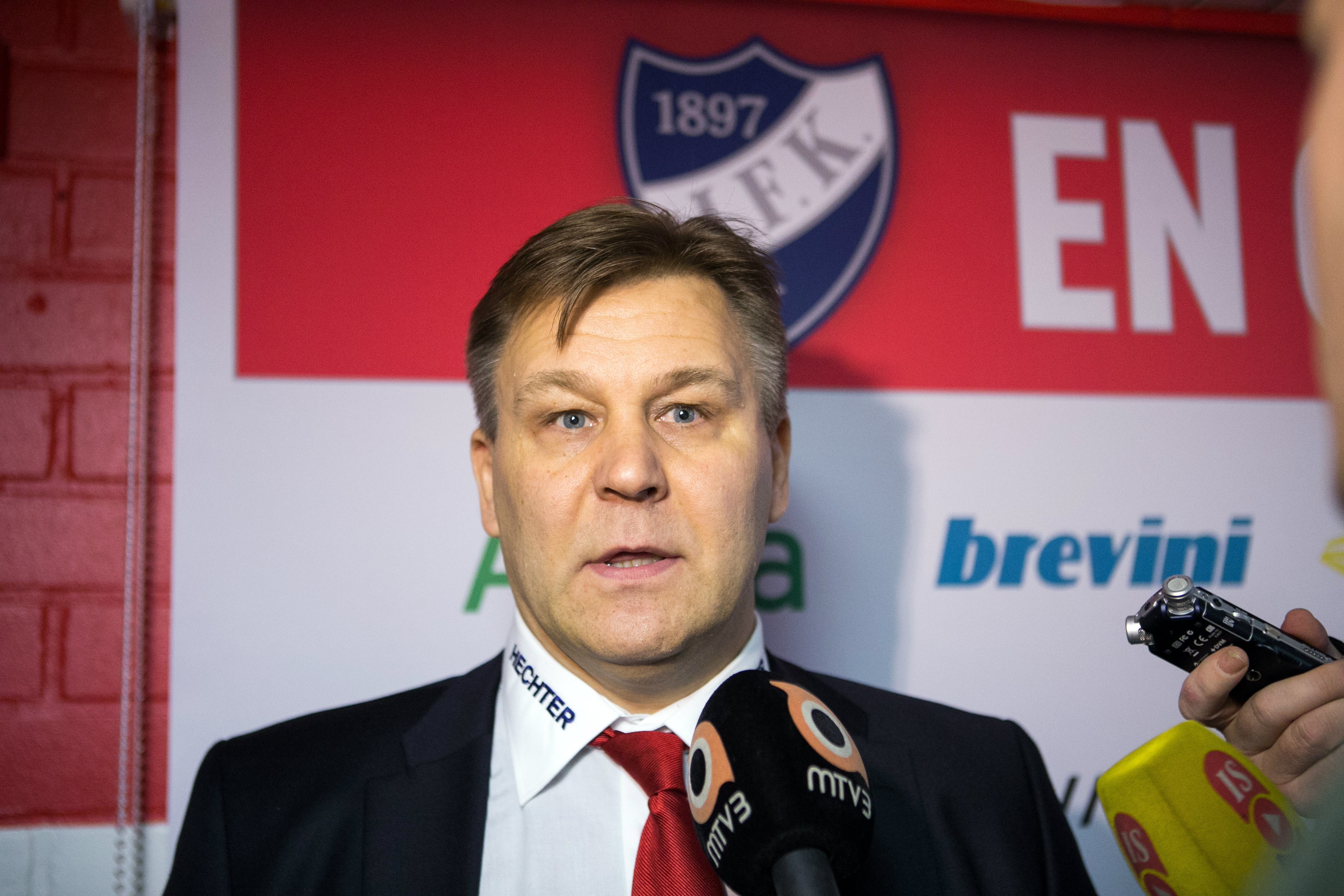 HIFK erotti Raimo Summasen tänään (All Over Press)