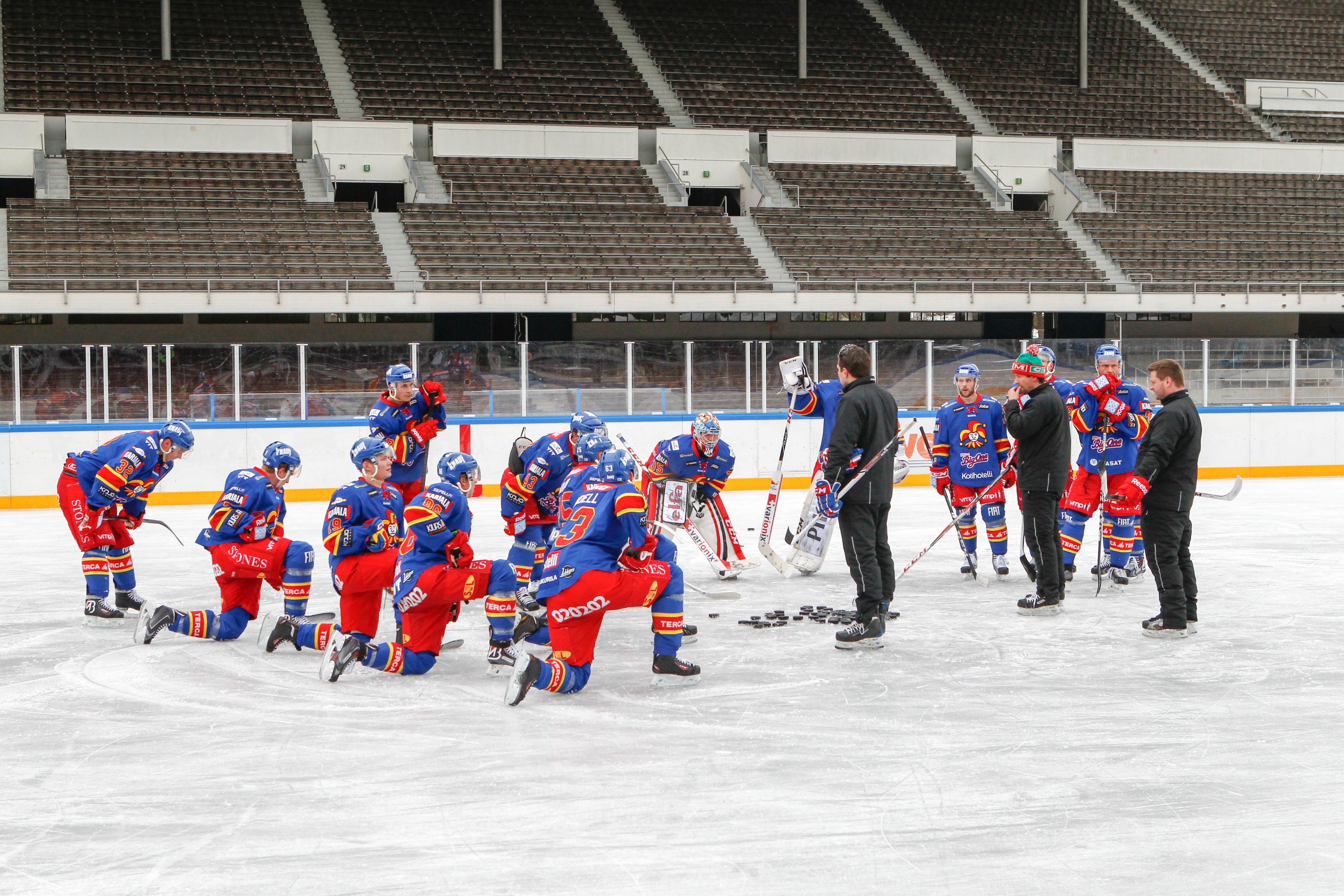 Jokerit Olympiastadionilla valmistautumassa Talviklassikkoon (All Over Press)