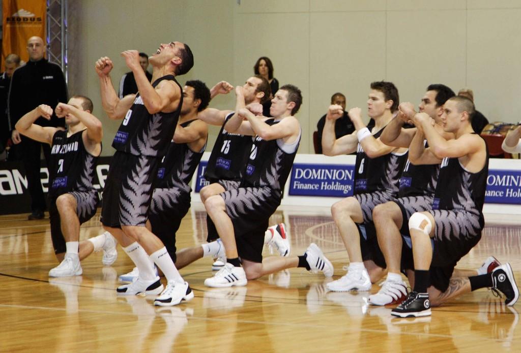 Myös Uuden-Seelannin koripallojoukkue Tall Blacks vetää pelin alussa Maorien sotatanssin (Getty Images)