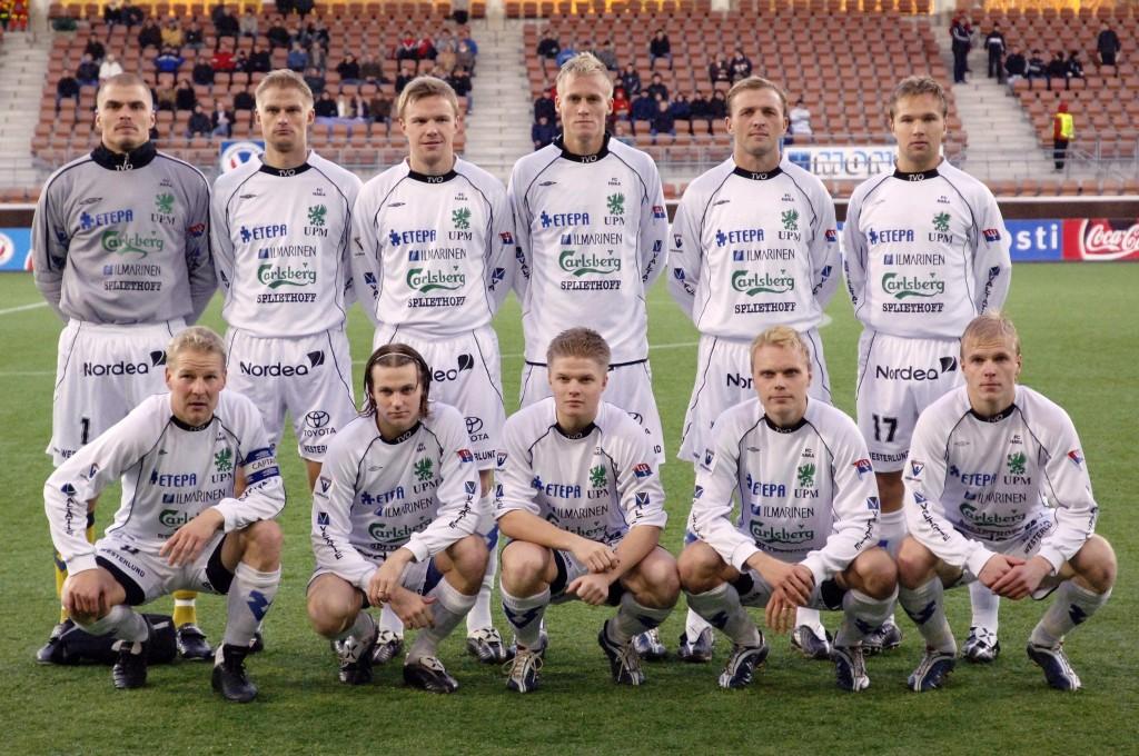 Valkeakosken Haka vuosimallia 1995 ja europeleistä kuva. Vallu kuvassa