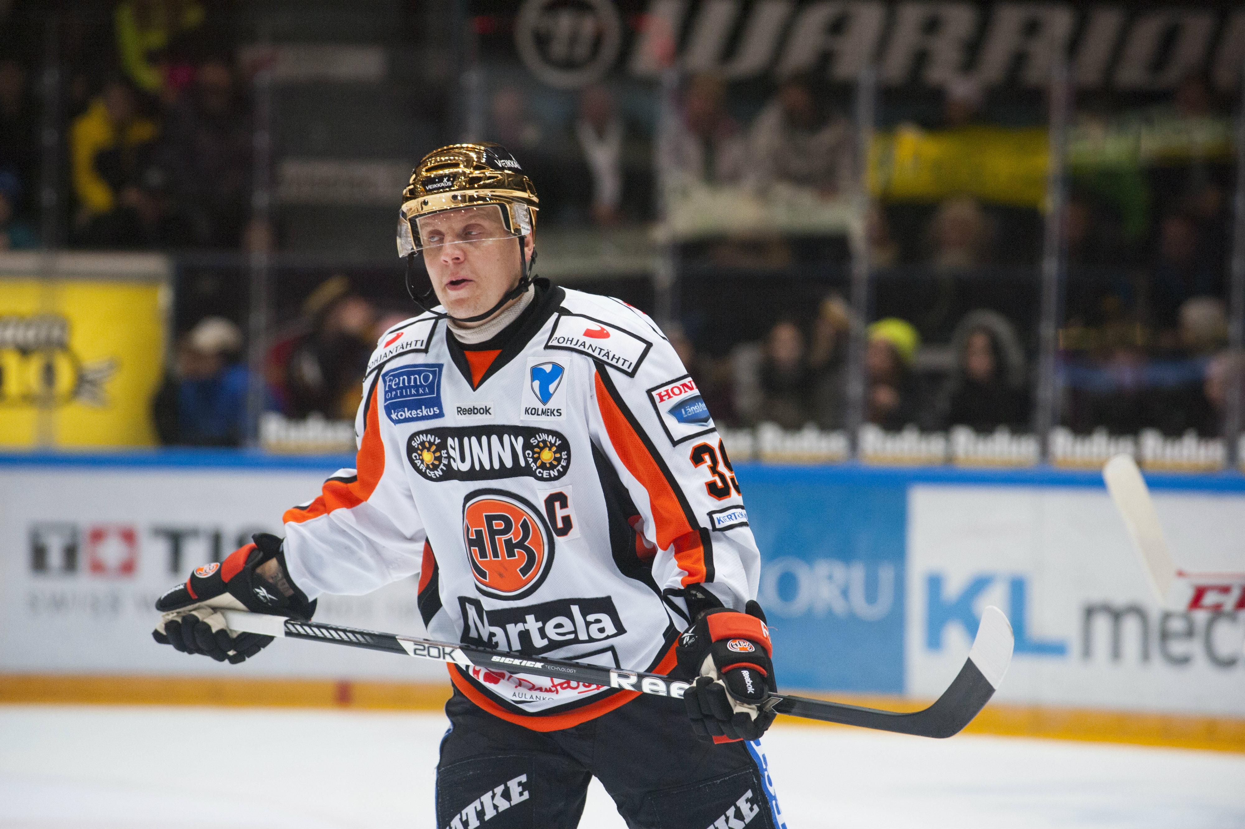 HPK:n Ville Viitaluoma yrittää johdattaa joukkueensa pudotuspeleihin (All Over Press)