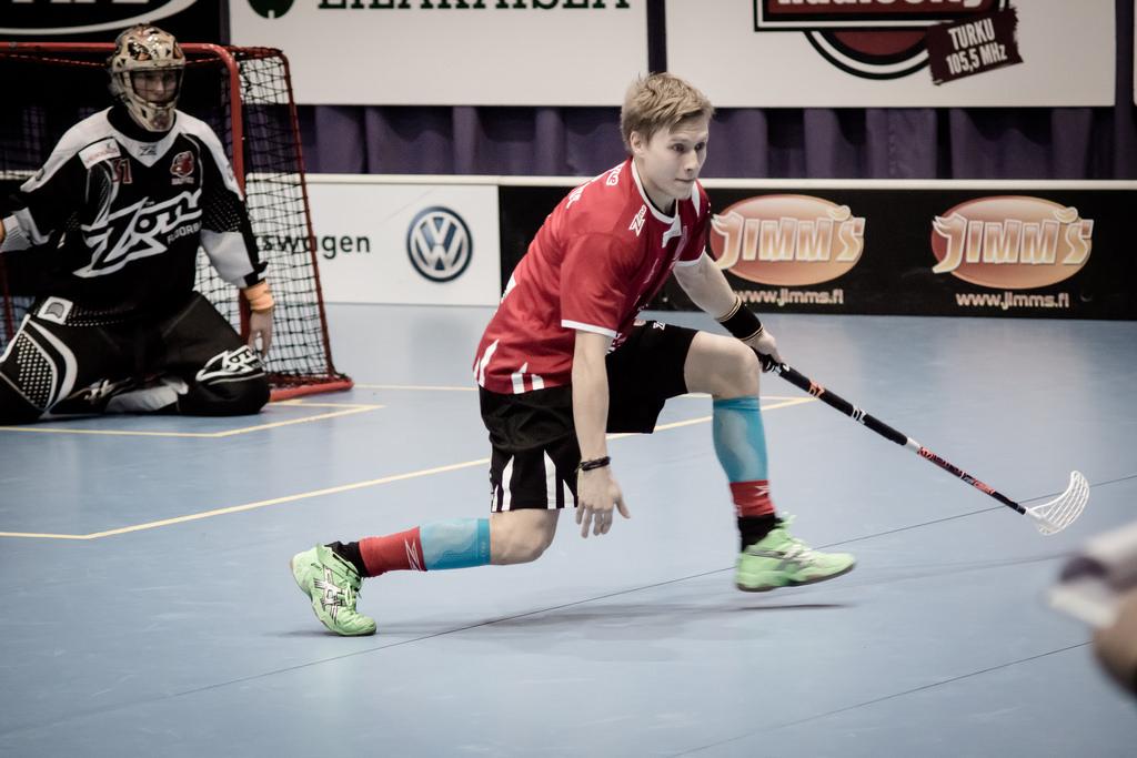 Happeen puolustaja Jaska Kunelius nauttii pudotuspeleistä. Runkosarjassa tehot 3+2 ja pudotuspeleissä 5 ottelussa jo 2+2. Kuva: Anssi Koskinen