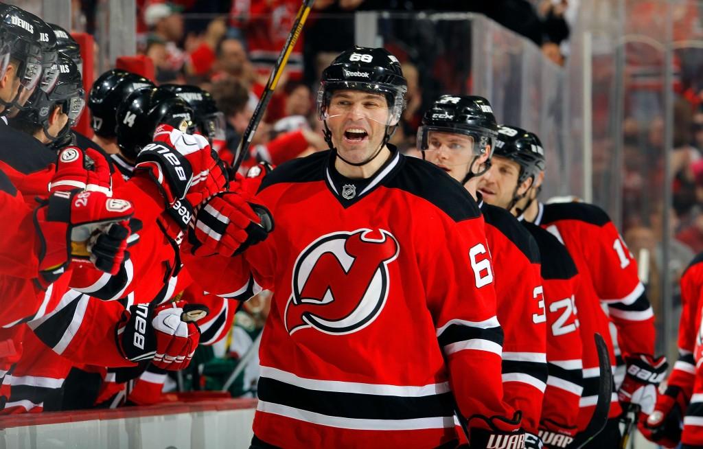 Jaromir Jagr rikkoo ennätyksiä NHL:ssä, mutta hänen panoksensa ei silti riitä viemään Devilsiä pudotuspeleihin (Getty Images)