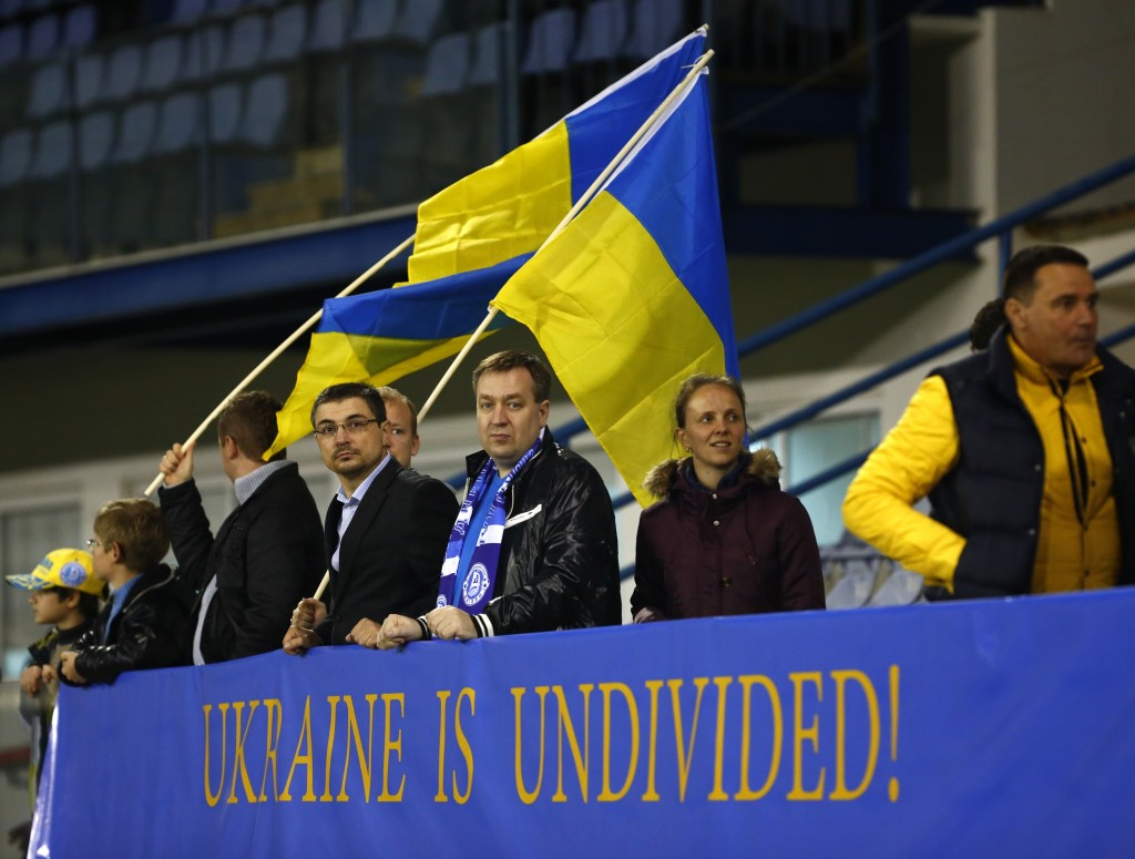 Ukrainalaiset urheilufanit esittävät yhteistä rintamaa (Getty Images)
