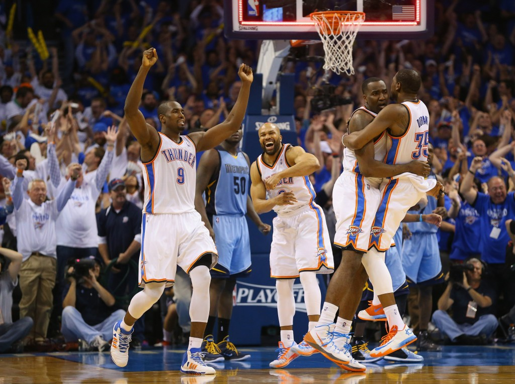 Oklahoma City nousi dramaattisesti varsinaisella peliajalla tasoihin, mutta Memphis kaivoi voiton jatkoajalla (Getty)