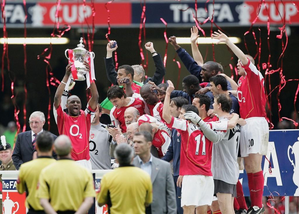 Arsenalin viimeisestä pokaalista on kulunut yhdeksän vuotta, kun se voitti FA Cupin 2005 (Getty)