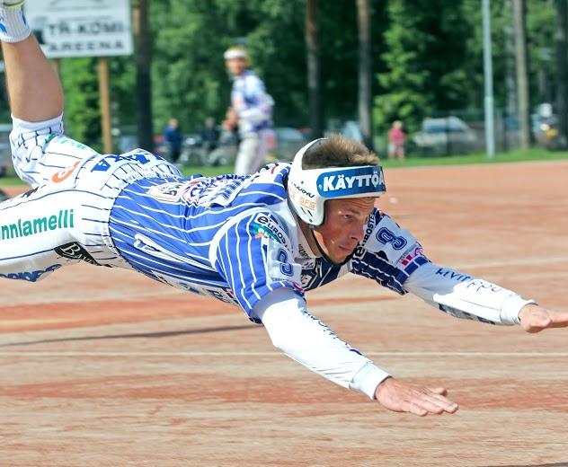 Tuomo Lönnmarkin loukkaantuminen ennen kauden alkua oli ikävä takaisku ulkopelille. (Juha Levonen)