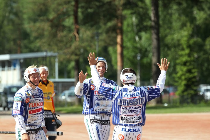 Lönnmark, Kanala ja Kuusisto löivät kunnari mieheen viime kesän KaMa-ottelussa. (Juha Levonen)