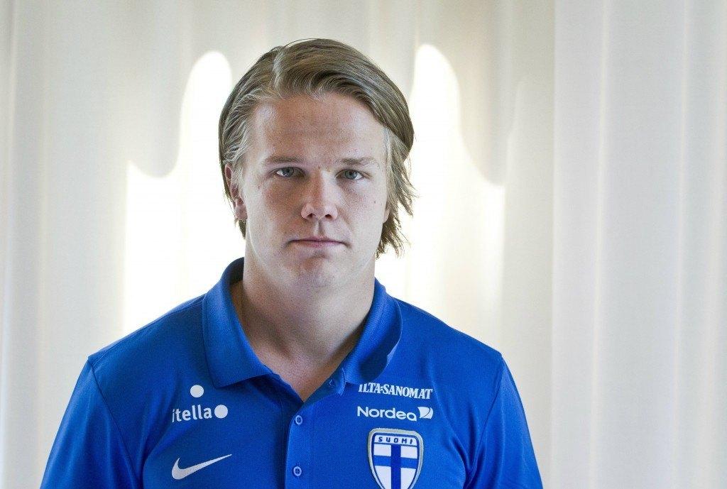 Petteri Forsell joutuu Huuhkajissa hitusen seurajoukkuettaan puolustavampaan rooliin (Alloverpress)