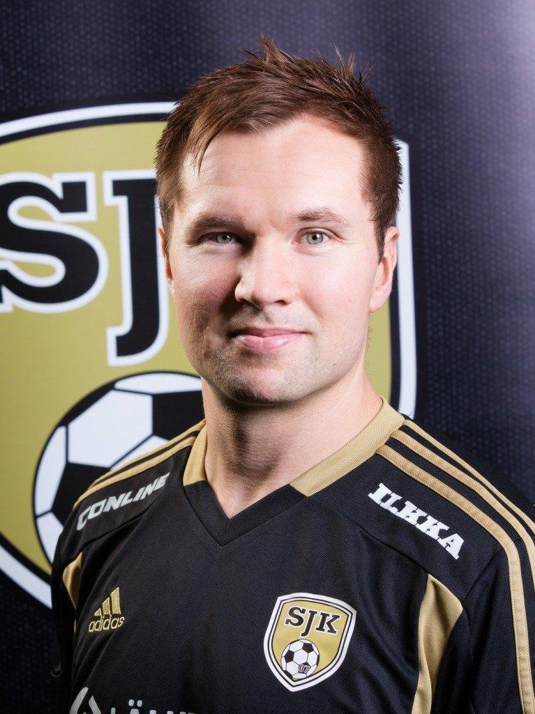 Kokenut Toni Lehtinen edustaa SJK:ta