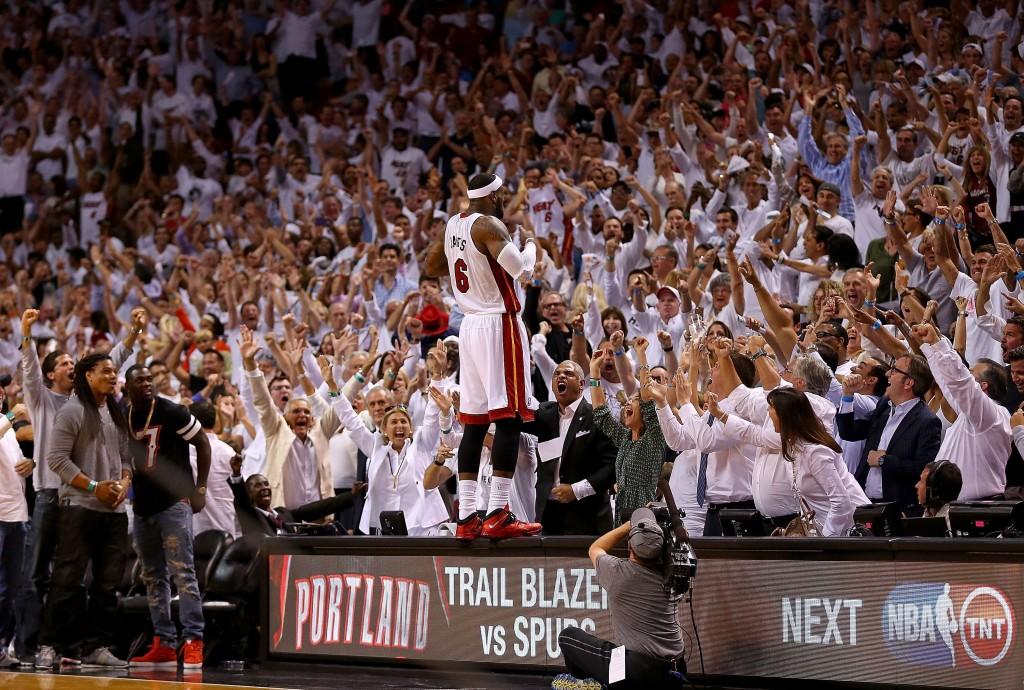 LeBron James on iskussa ja Heat on valmis puolustamaan mestaruutta (Getty)