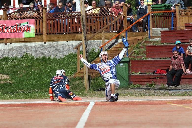 Vimpelin Mikko Kanala on saanut tällä kaudella aihetta tuuletuksiin. Kuva: Juha Levonen