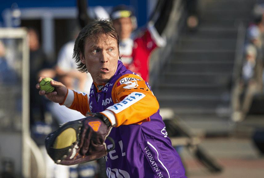 Toni Kohonen ottaa jälleen pudotuspeli-ilmeensä käyttöön. (SuperJymy Oy)