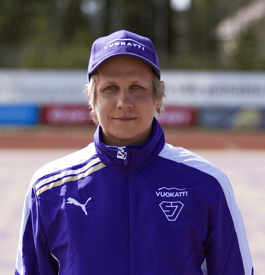 Sotkamon A-poikien pelinjohtaja Tuomas Nissinen saa arvo-ottelu tulikasteensa Seinäjoella. Kuva: SuperJymy Oy