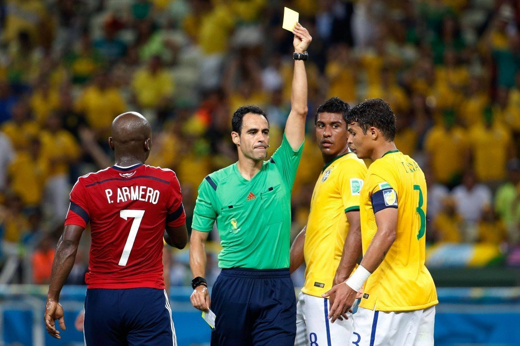 Silva hölmöili itselleen pelikiellon välieräotteluun. (Getty)