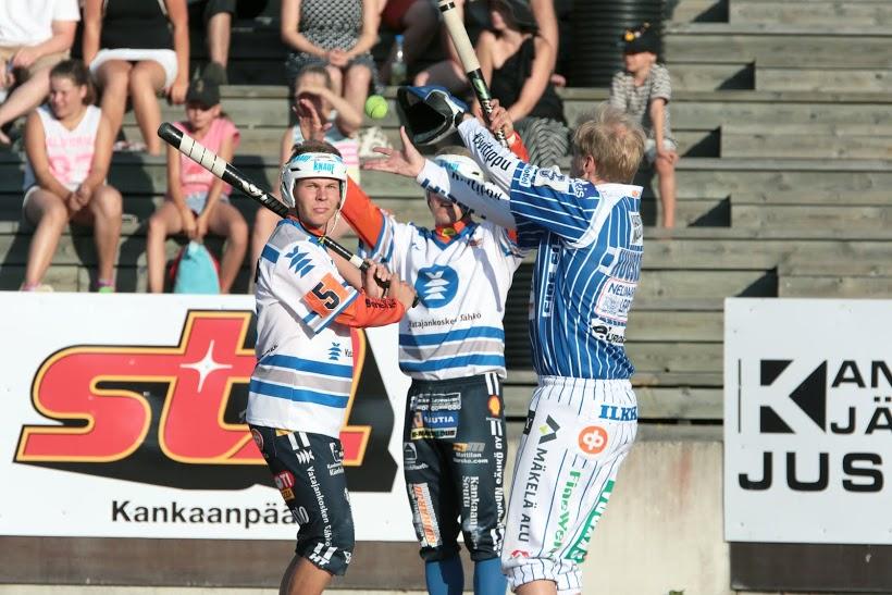 Vimpelin lukkari Hannu Huuskonen on paljon vartiana. Kuva: Juha Levonen