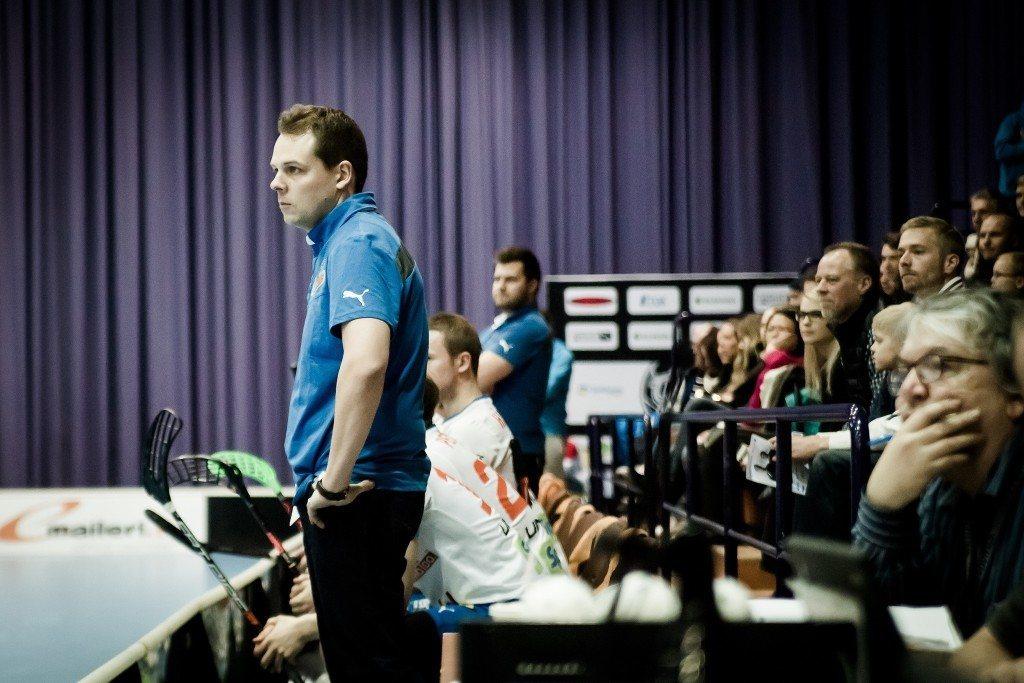 Vaativa valmentaja ja lajiniilo Teemu Varis johdattaa Oilersin tällä kaudella pitkälle. Kuva: Anssi Koskinen