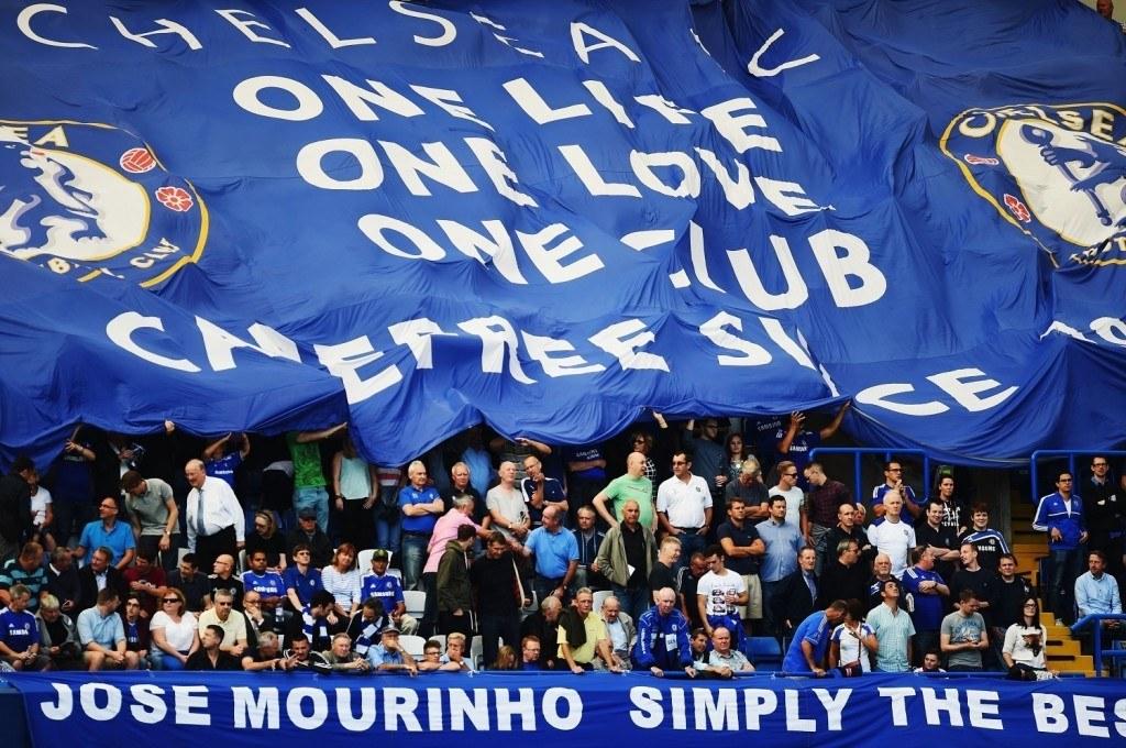 Jose Mourinho on Chelsean kannattajien joukossa lähes puolijumalan asemassa. KUVA: Getty Images.