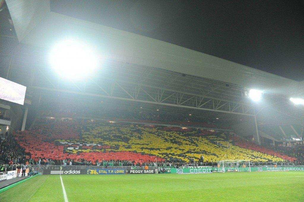 Kop Nordissa nähtiin suuri tifo ennen ottelun alkua.