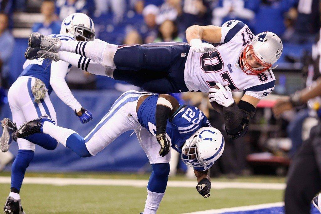 Pystyykö Coltsin takakenttä pysäyttämään atleettisen Gronkowskin? (Getty)