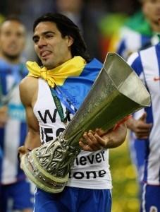 Falcao Eurooppa liigan pokaalin kanssa 2011 (Getty)