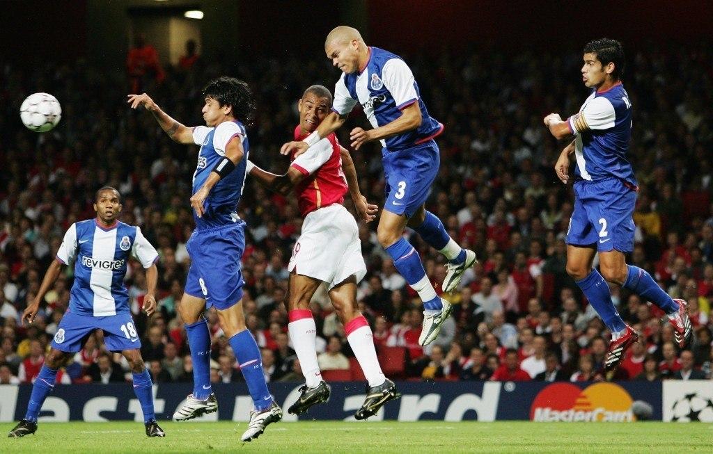 Pepe (korkeimmalla) aiheutti pahennusta Porton väreissä ennen siirtoa Real Madridiin (Getty, 2006)