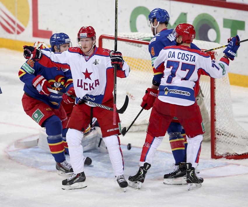 Simon Hjalmarsson vei ZSKA:n 0-1 johtoon ylivoimalla, Jani Ridan istuessa jäähyä. (AOP)