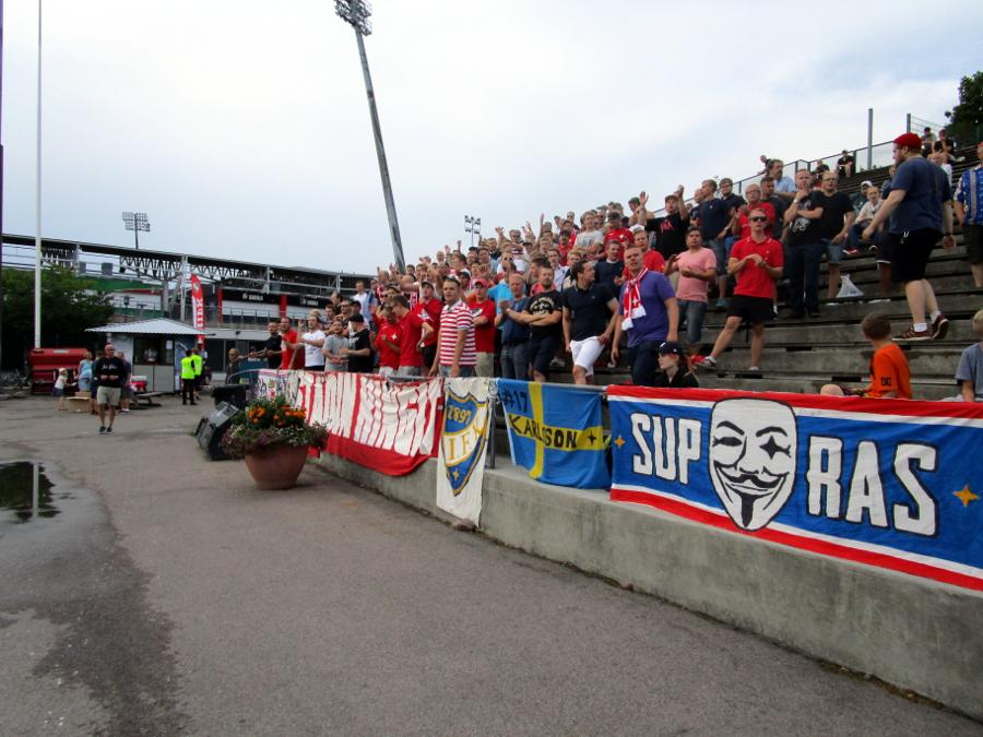 Stadin Kingit kannustivat IFK:ta viime kaudella Ykkösessä.
