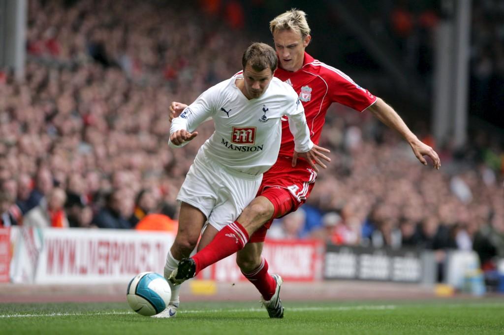 Tottenhamin Teemu Tainiio kohtasi Valioliigaurallaan muun muassa Sami Hyypiän useaan kertaan. Kuva: AOP