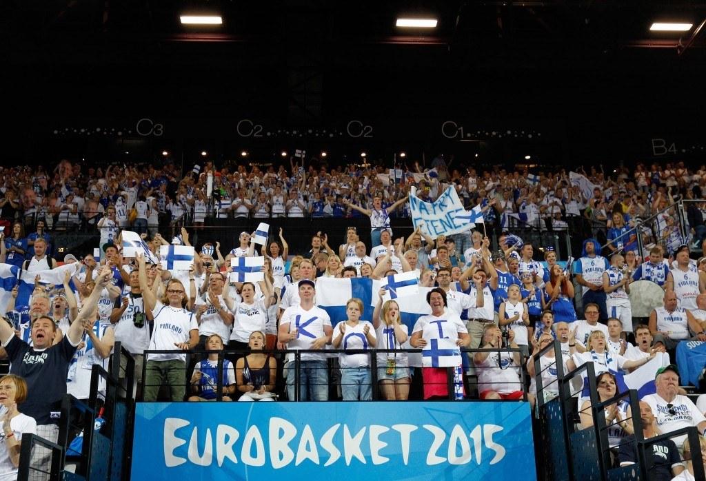 Susijengiä matkusti kannustamaan Montpellieriin noin 4000 koripallofania. (All Over Press)