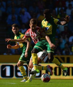 NORWICH, ENGLAND - AUGUST 22: Marco van Ginkel of Stoke City and Alexander Tettey of Norwich City compete for the ball during the Barclays Premier League match between Norwich City and Stoke City at Carrow Road on August 22, 2015 in Norwich, England. (Photo by Tony Marshall/Getty Images)