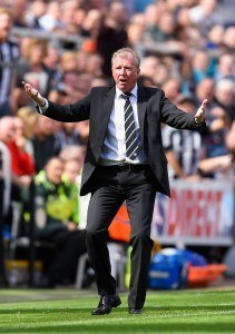 NEWCASTLE UPON TYNE, ENGLAND - AUGUST 29: Steve McClaren manager of Newcastle United gestures during the Barclays Premier League match between Newcastle United and Arsenal at St James' Park on August 29, 2015 in Newcastle upon Tyne, England. (Photo by Stu Forster/Getty Images)