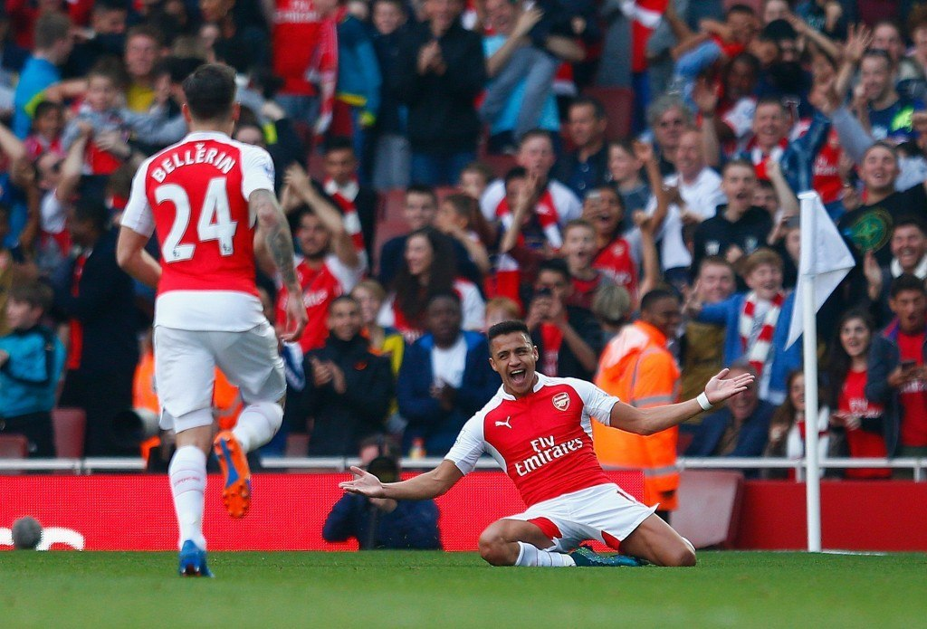 LONDON, ENGLAND - OCTOBER 04: Alexis Sanchez of Arsenal celebrates scoring their third goal during the Barclays Premier League match between Arsenal and Manchester United at Emirates Stadium on October 4, 2015 in London, England. (Photo by Julian Finney/Getty Images)