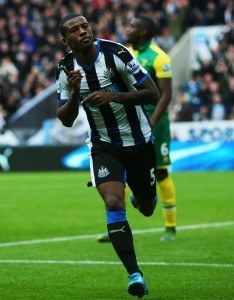 NEWCASTLE, ENGLAND - OCTOBER 18: Georginio Wijnaldum of Newcastle United celebrates his first goal during the Barclays Premier League match between Newcastle United and Norwich City at St James Park on October 18, 2015 in Newcastle, England. (Photo by Ian MacNicol/Getty images)