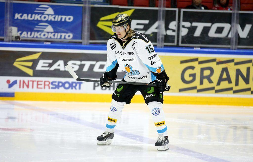 Vili Sopanen on yksi kaukalon seuratuimmista pelaajista keskiviikkona. Kuva: AOP