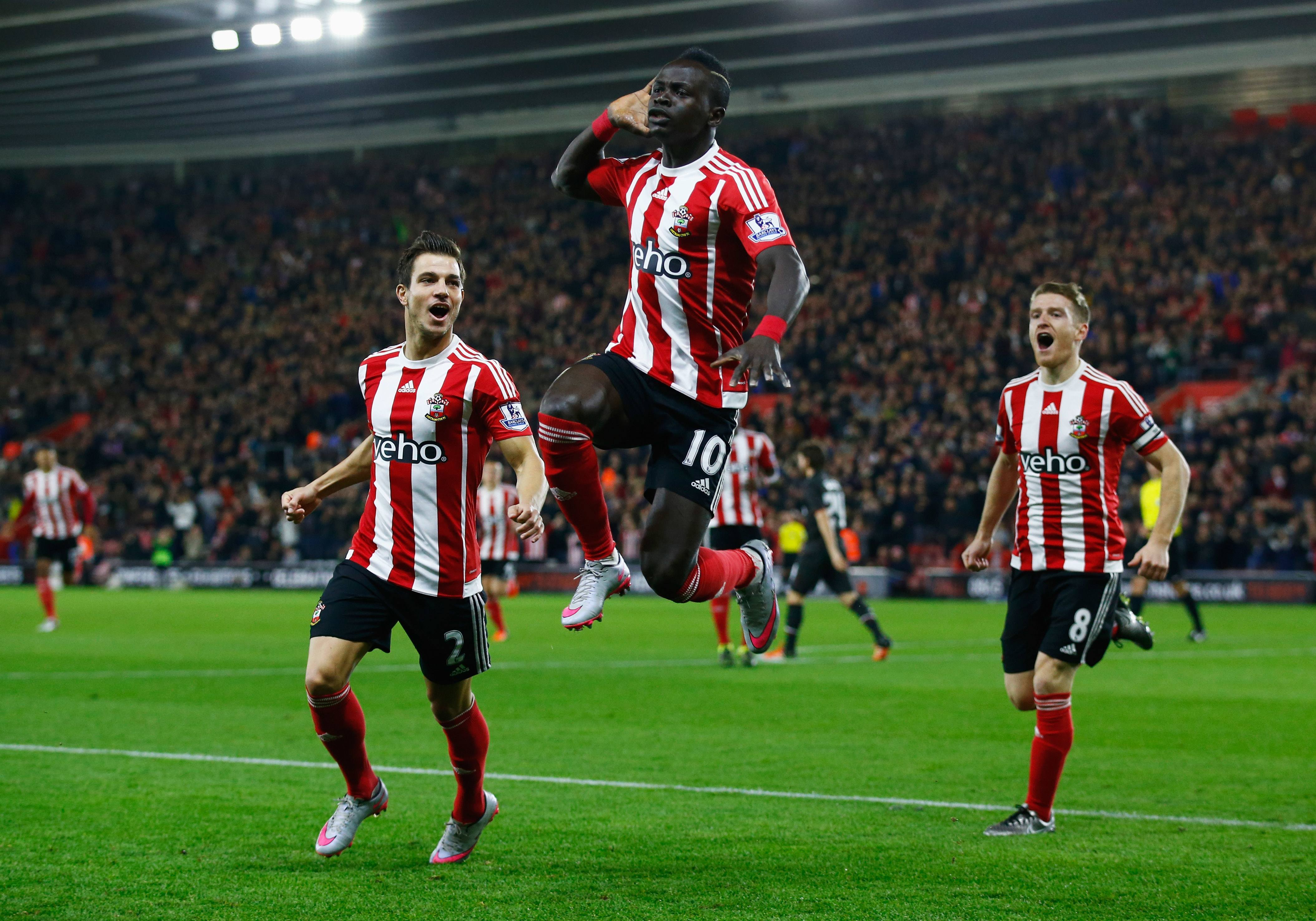 SOUTHAMPTON, ENGLAND - DECEMBER 02: Sadio Mane of Southampton (10) celebrates with team mates as he scores their first goal with a header during the Capital One Cup quarter final match between Southampton and Liverpool at St Mary's Stadium on December 2, 2015 in Southampton, England. (Photo by Clive Rose/Getty Images)