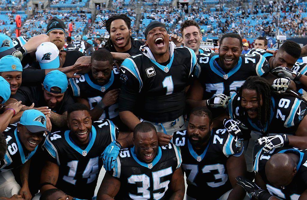 Panthers-hyökkäys yhteiskuvassa kesken sunnuntain ottelun (Getty)