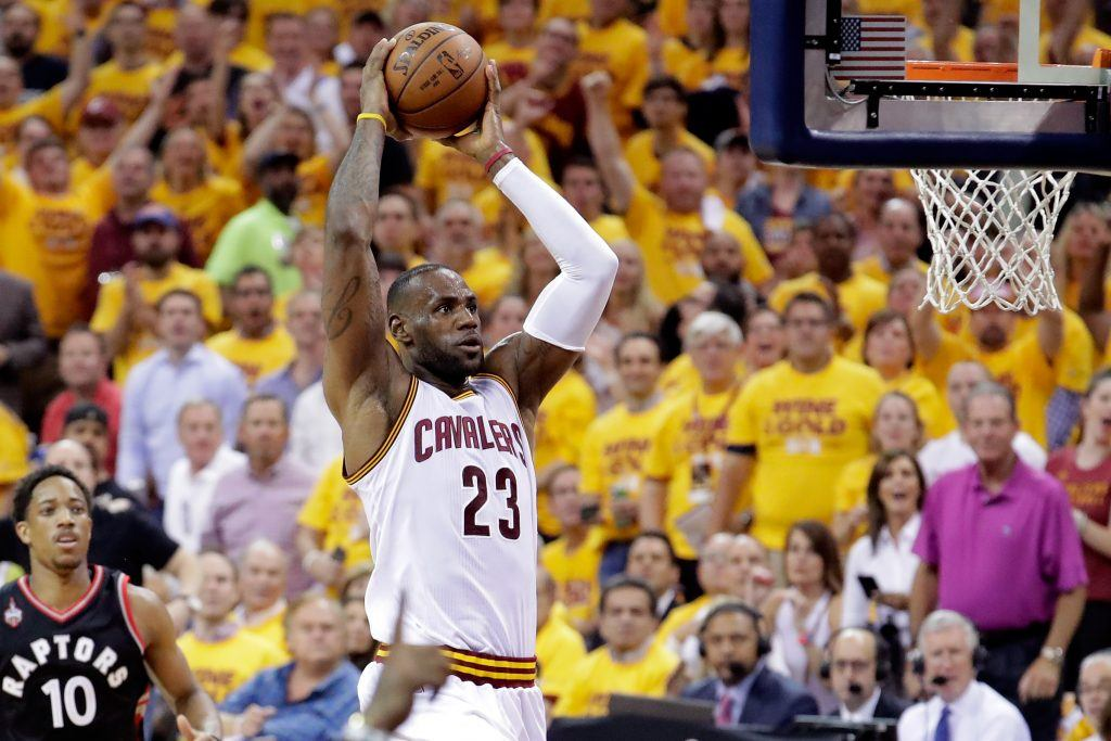 Kuudetta kertaa NBA-finaaleissa putkeen näyttäytyvä LeBron James hakee yhä Cavaliersille ensimmäistä mestaruutta.