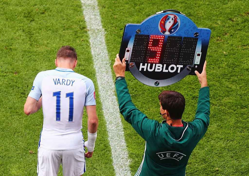 LENS, FRANCE - JUNE 16: Jamie Vardy of England comes on to the pitch for Harry Kane during the UEFA EURO 2016 Group B match between England and Wales at Stade Bollaert-Delelis on June 16, 2016 in Lens, France. (Photo by Clive Rose/Getty Images)
