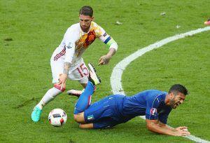Sergio Ramos ja jälleen yksi rikkeeseen päättynyt tilanne. (Getty)