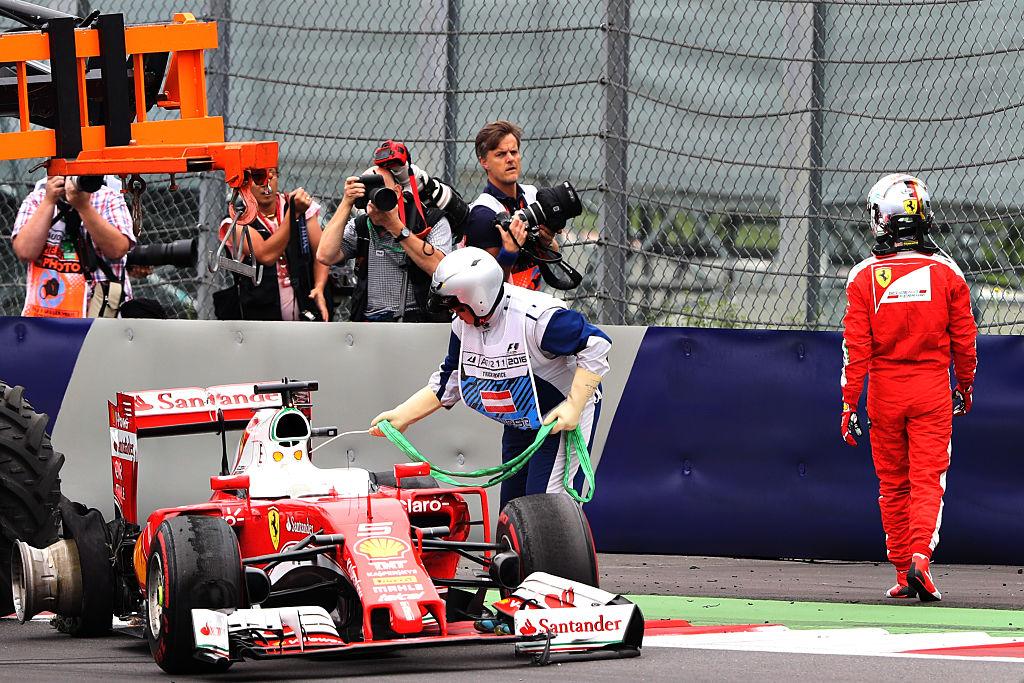 Vettelin kisa päättyi rengasrikkoon 27:llä kierroksella. (Kuva: Mark Thompson / Getty Images