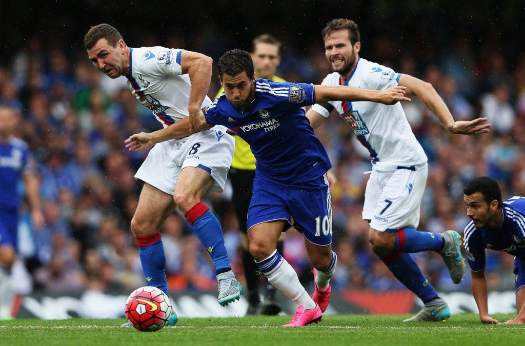 LONDON, ENGLAND - AUGUST 29: Eden Hazard of Chelsea and James McArthur and Yohan Cabaye of Crystal Palace in action during the Barclays Premier League match between Chelsea and Crystal Palace on August 29, 2015 in London, United Kingdom. (Photo by Shaun Botterill/Getty Images)