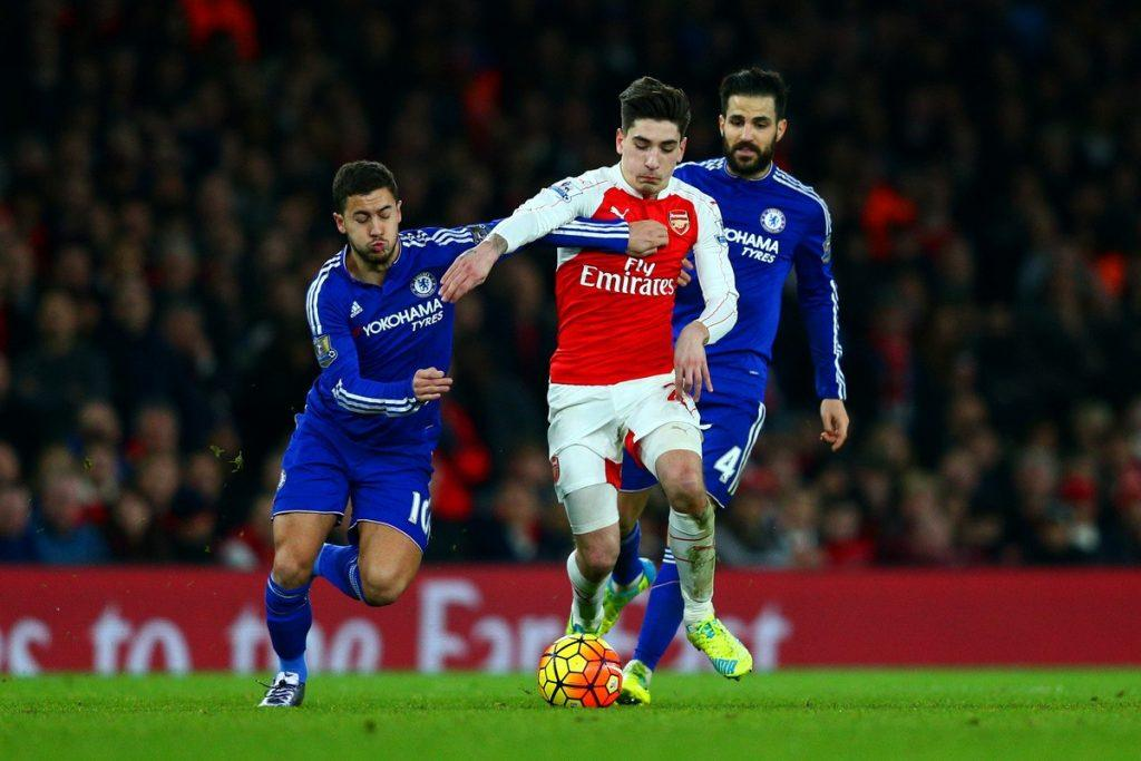 LONDON, ENGLAND - JANUARY 24: Hector Bellerin of Arsenal battles for the ball with Eden Hazard of Chelsea during the Barclays Premier League match between Arsenal and Chelsea at Emirates Stadium on January 24, 2016 in London, England. (Photo by Clive Mason/Getty Images)
